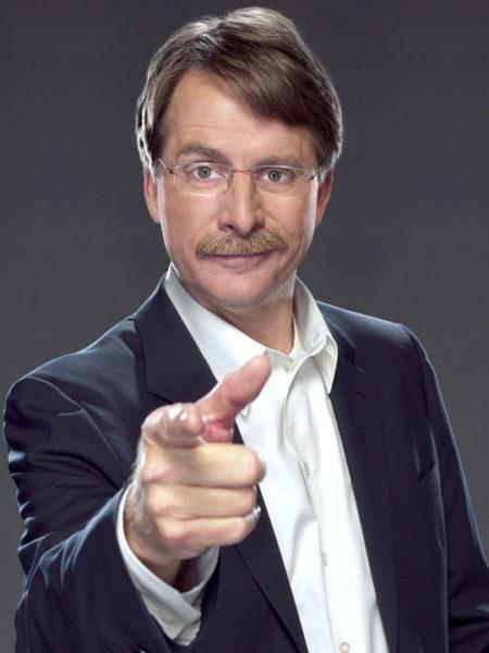 Jeff Foxworthy pointing